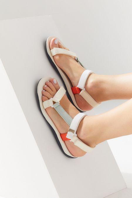 sandalias-tendencia-2021 1
