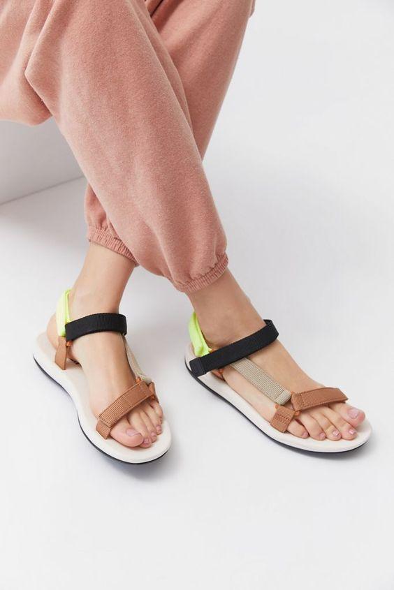 sandalias-tendencia-2021 12